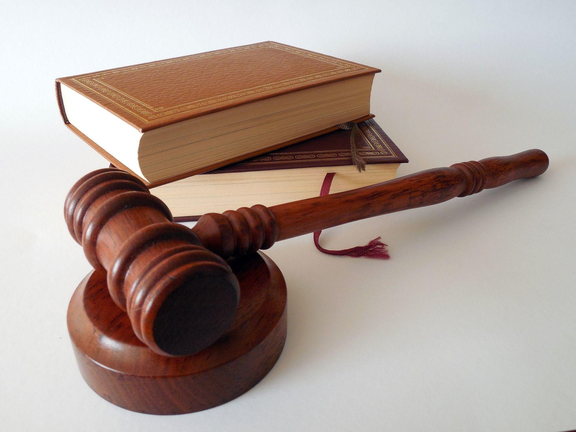 MRS wetboeken en hamer